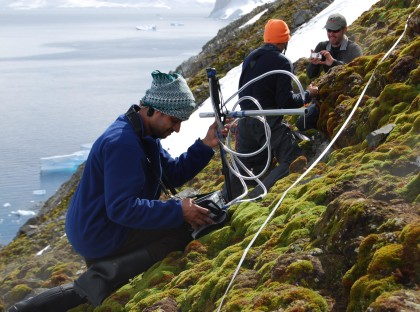 Measurement of vegetation reflectance in Antarctica with UniSpec-DC Spectral Analysis System